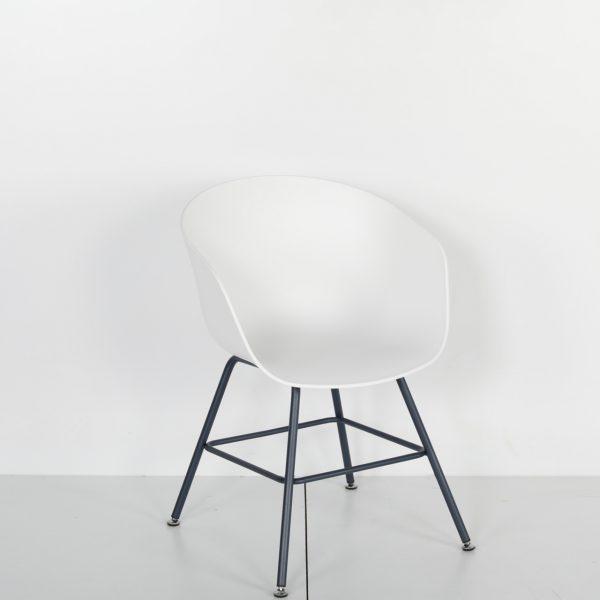 Metal Ayaklı Plastik Sandalye Solid